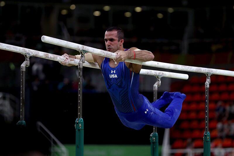 Nội dung này đòi hỏi vận động viên phải có sức lực ở vai và 2 cánh tay